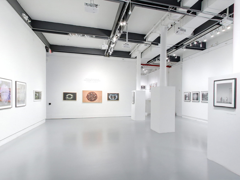 Take a virtual tour of the Dezember 17, 2020 exhibition at Agora Gallery